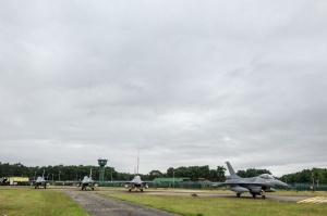 Des F-16 belges décollent de la base aérienne de Kleine-Brogel pour la Jordanie le 27 juin 2016 (photo Défense belge)