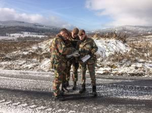 Le lieutenant-colonel Manuel Monin avec ses officiers lors de l'entraînement au camp Boletice en Tchéquie (photo Marc Ganser / 12/13 Li)